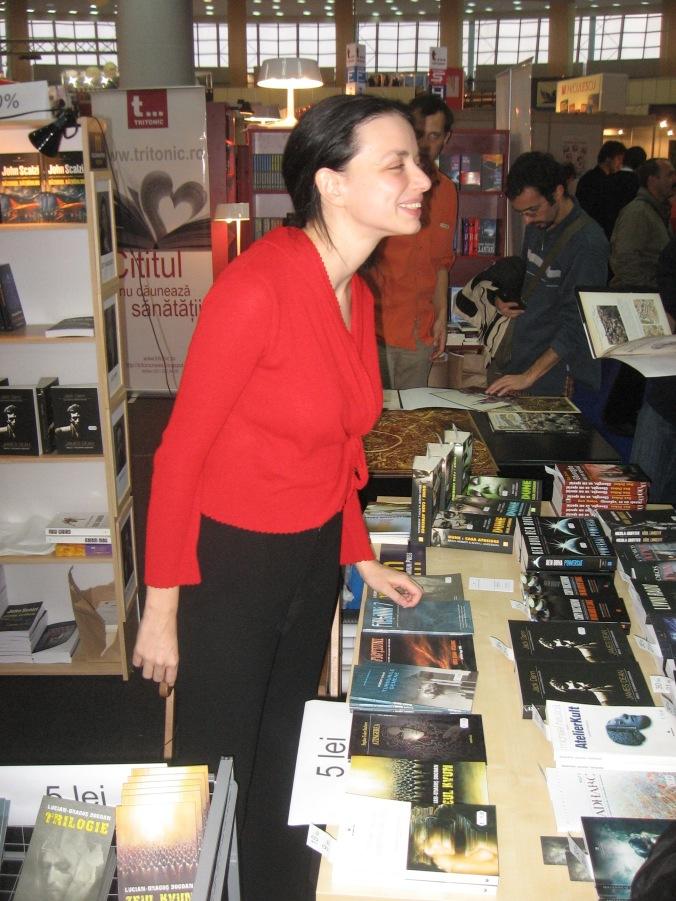 Lorena care vinde cărţi