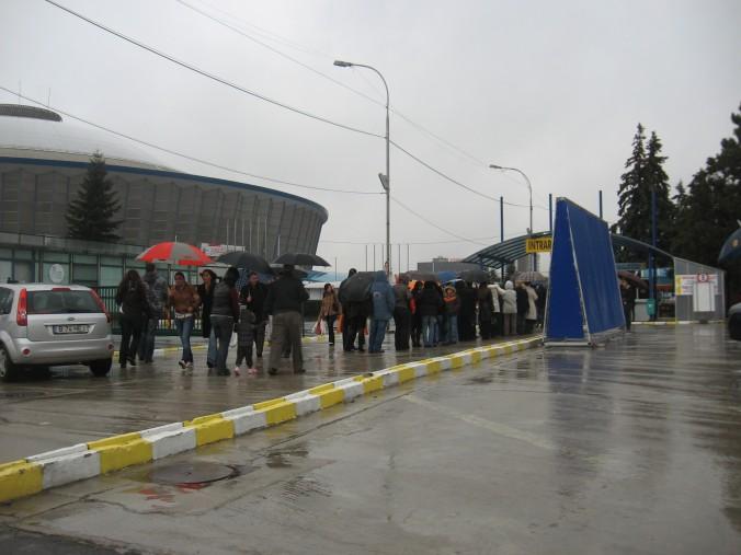 Coadă la intrarea Romexpo, sîmbătă 22 noiembrie