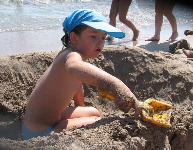 24 august: Ştefana îşi construieşte o piscină