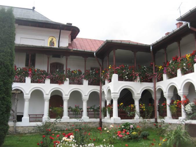 31 august, Agapia: flori de mănăstire